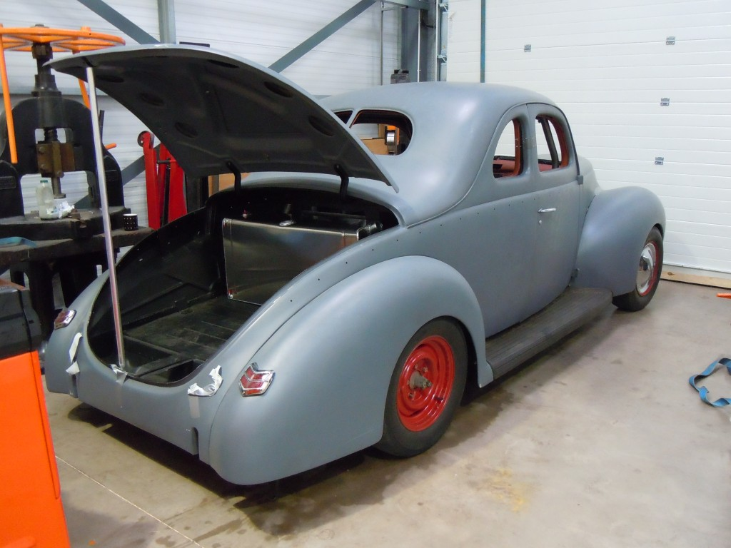 1940's Ford get's a new fuel tank.