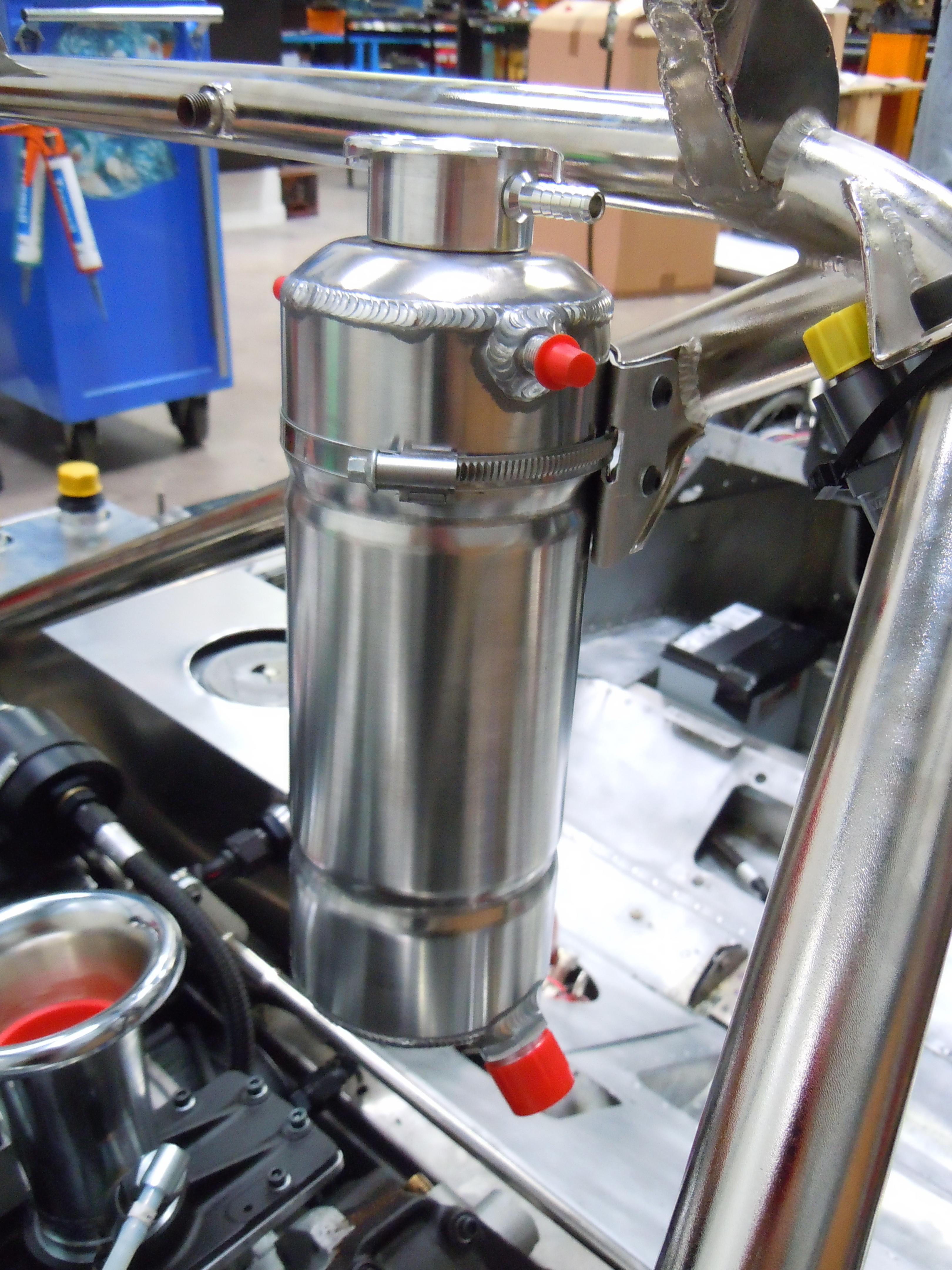 Water header tank